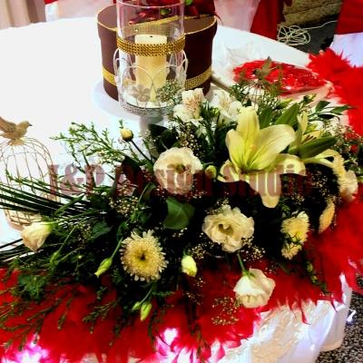 Сватбена украса в червено