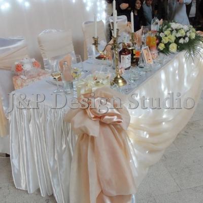 Сватбена украса в цвят праскова