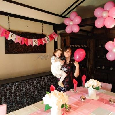 Украса за втори рожден ден в розово и цикламено