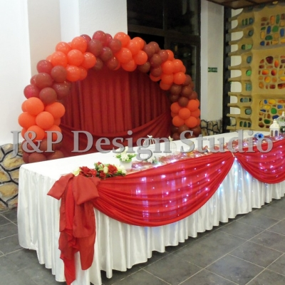 Декорация в червено и бордо